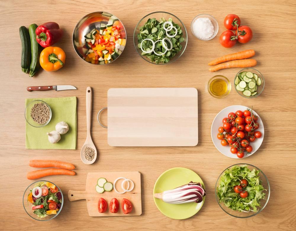 桌子上的各种蔬菜